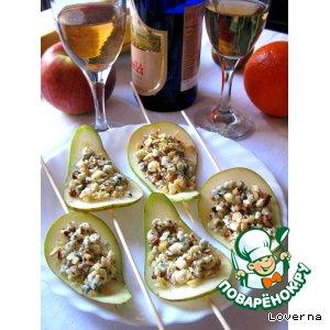 Лепестки из груш с орехами и Дор-Блю