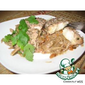 Камбала с овощами под ореховым соусом