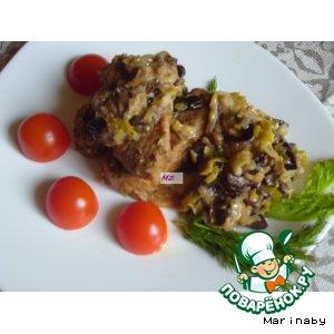 Медальоны из свинины с соусом из лука-порея и чернослива
