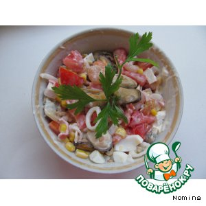 Салат из морского коктейля