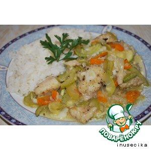 Окунь с овощами и чесноком