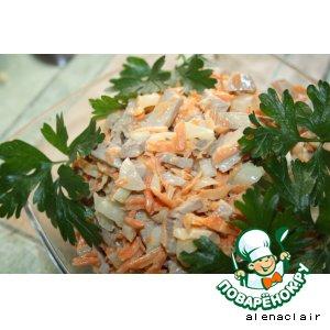 Салат из морковки, свинины и лука