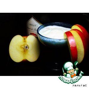 Коктейль с яблоком и шампанским