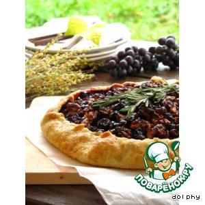 Деревенский тарт с виноградом и розмарином