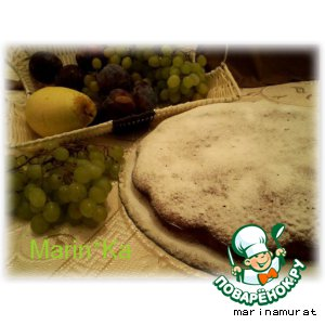 Имбирно-коричный пирог с виноградным соусом
