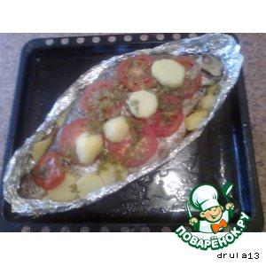 Лещ, запеченный в помидорах с картошечкой