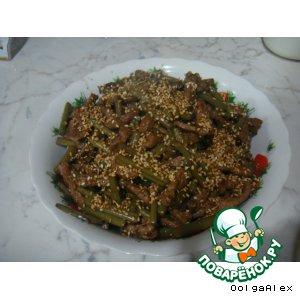 Горячий мясной салат с папоротником