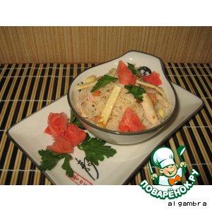 Рисовая вермишель с куриным филе и креветками