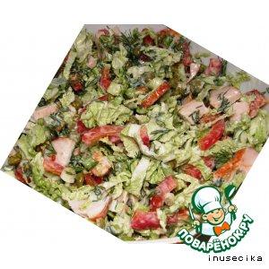 Легкий салат с куриной грудкой и овощами