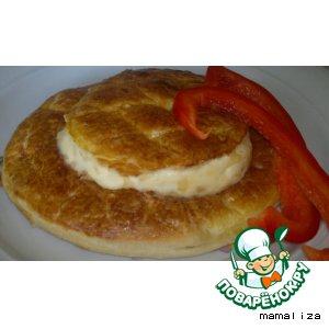 Слоеные тарталетки с семгой и сливочно-сырным соусом