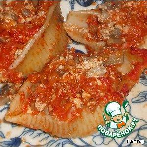 Фаршированные ракушки под томатным соусом