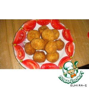 Колобки из картошки, рыбы и горошка