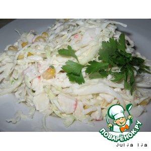 Салат из капусты с кукурузой и крабовыми палочками