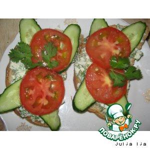 Яичные бутербродики с огурцом и помидором
