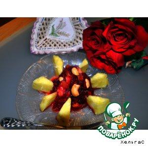 Фруктовый салат с ананасом и свеклой