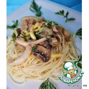 Спагетти с кальмарами в орехово-грибном соусе