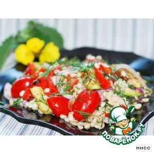 Тeплый салат из перловки с овощами