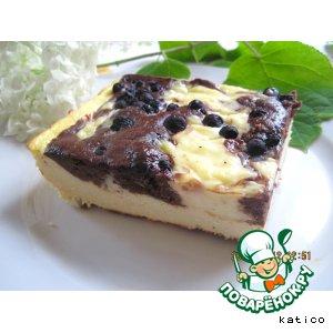 Творожно-шоколадный пирог с кремом и черникой