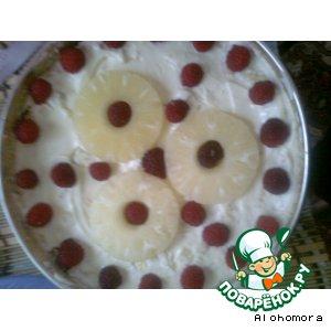 Бисквитный торт с ананасом и малиной