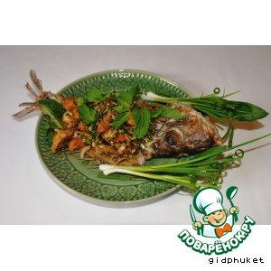 Тайский острый салат из рыбы Лааб Пла