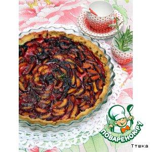 Тарт с черными абрикосами и розмариновым сахаром