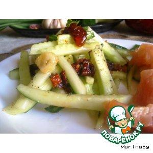 Салат из огурцов с заправкой из вяленых помидор