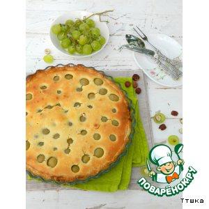 Пирог с мускатным виноградом и фундуком