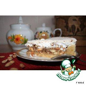 Ореховый торт под шапкой из безе