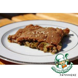 Ржаной мясной пирог с маринованными огурцами