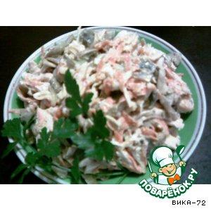 Салат из курицы, маринованных грибов и моркови