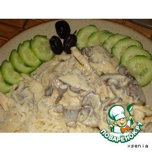 Курица под сливочным соусом с грибами