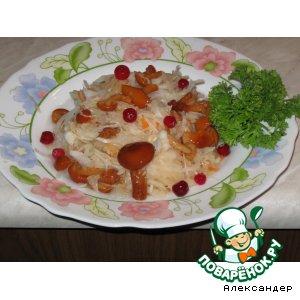 Салат из квашенной капусты  и маринованных грибов