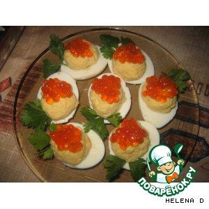 Яйца, фаршированные красной икрой и сыром
