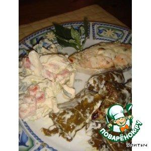 Запеченный лосось и ассорти сырное в виноградных листиках