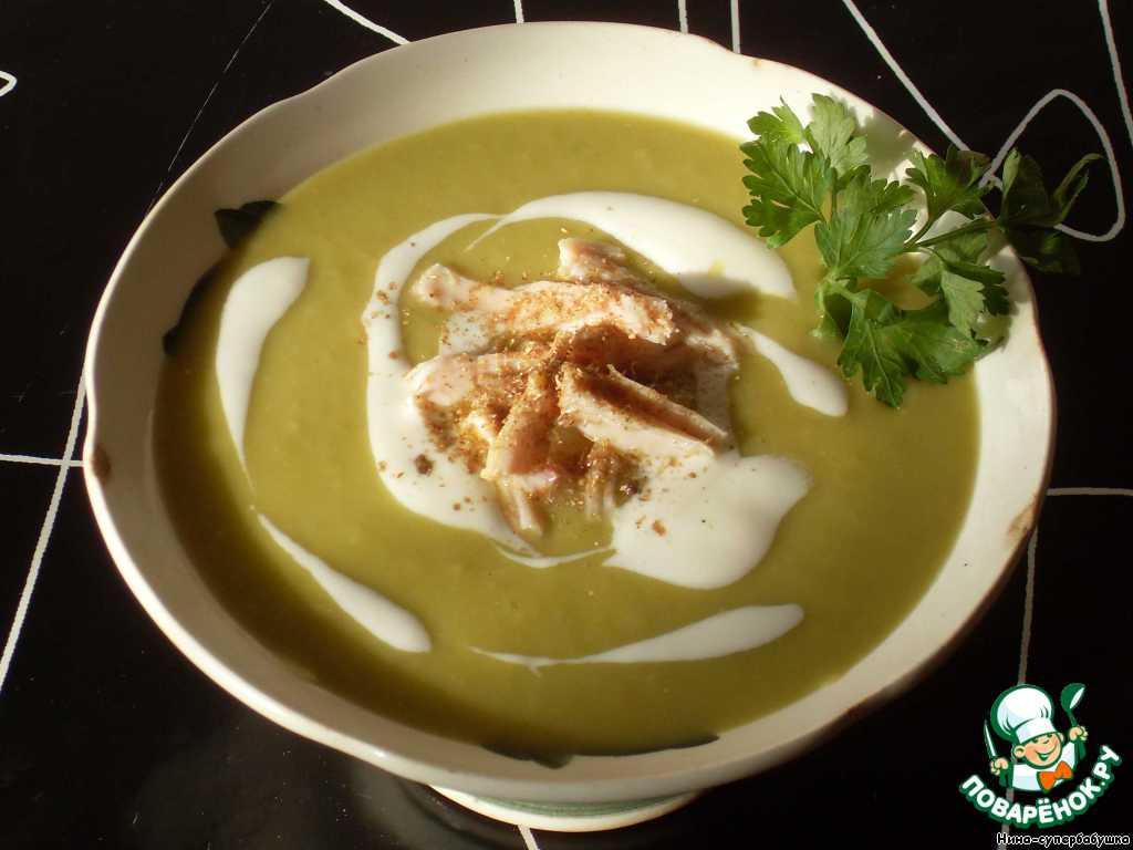 Готовый суп разлить по чашкам или тарелкам, добавить кусочки мяса. Украсить сметаной и зеленью.   Знатный получился супчик))) Присоединяйтесь! Приятного аппетита!!!