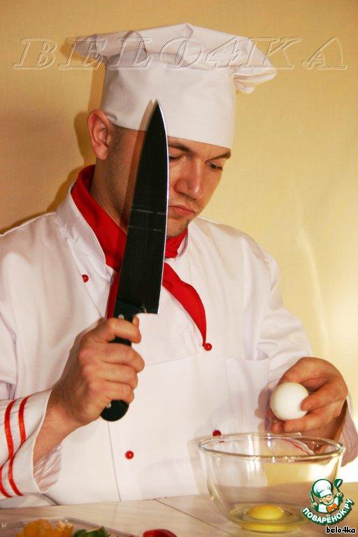 Разобьем яйца, желательно чтобы содержимое попало в мисочку... Хмммм, вроде без потерь :)
