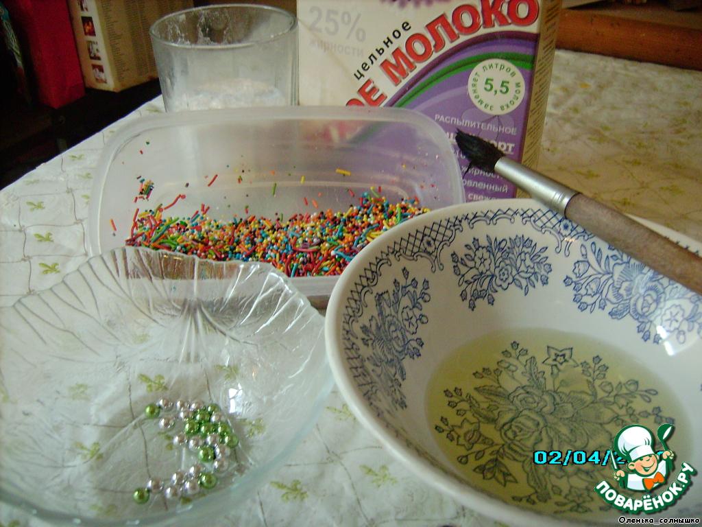 можно украшать, в глазурь можно класть не сахар, а сахарную пудру