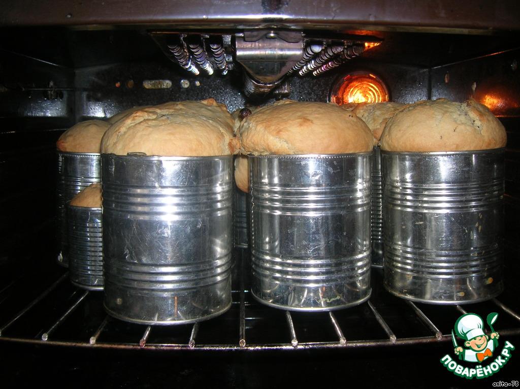 Обминаем, выкладываем тесто в формы не более 2/3. Оставляем на 20 минут. Выпекаем в разогретой духовке до 200 градусов, в конце убавляем до 180. Выпекать минут 40-60, все зависит от формы и духовки.
