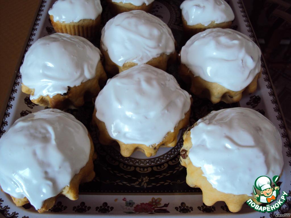 2 белка взбить с сахарной пудрой и ванилином, обмазать куличики.