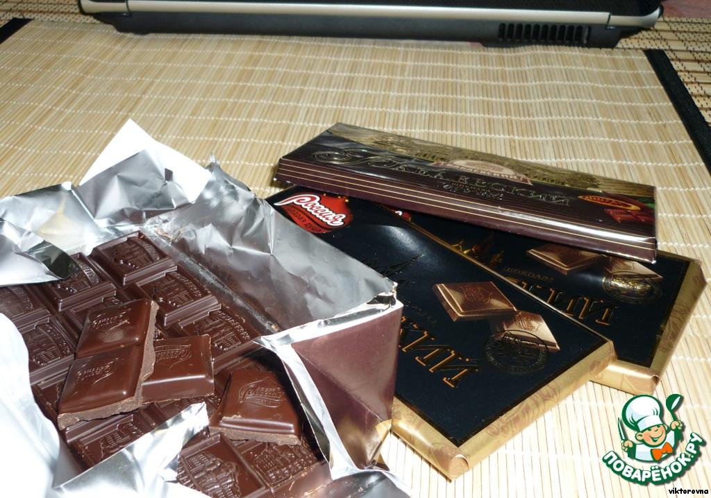 Итак, мы имеем шоколад. У меня весь шоколад горький, поэтому, чем мне этот рецепт и нравится, никогда не получается самой слопать весь :-)