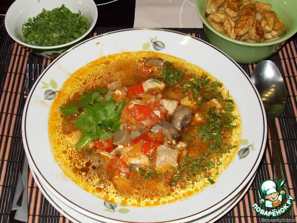 Подавать суп с поджаренными клецками, украсив свежей кинзой.