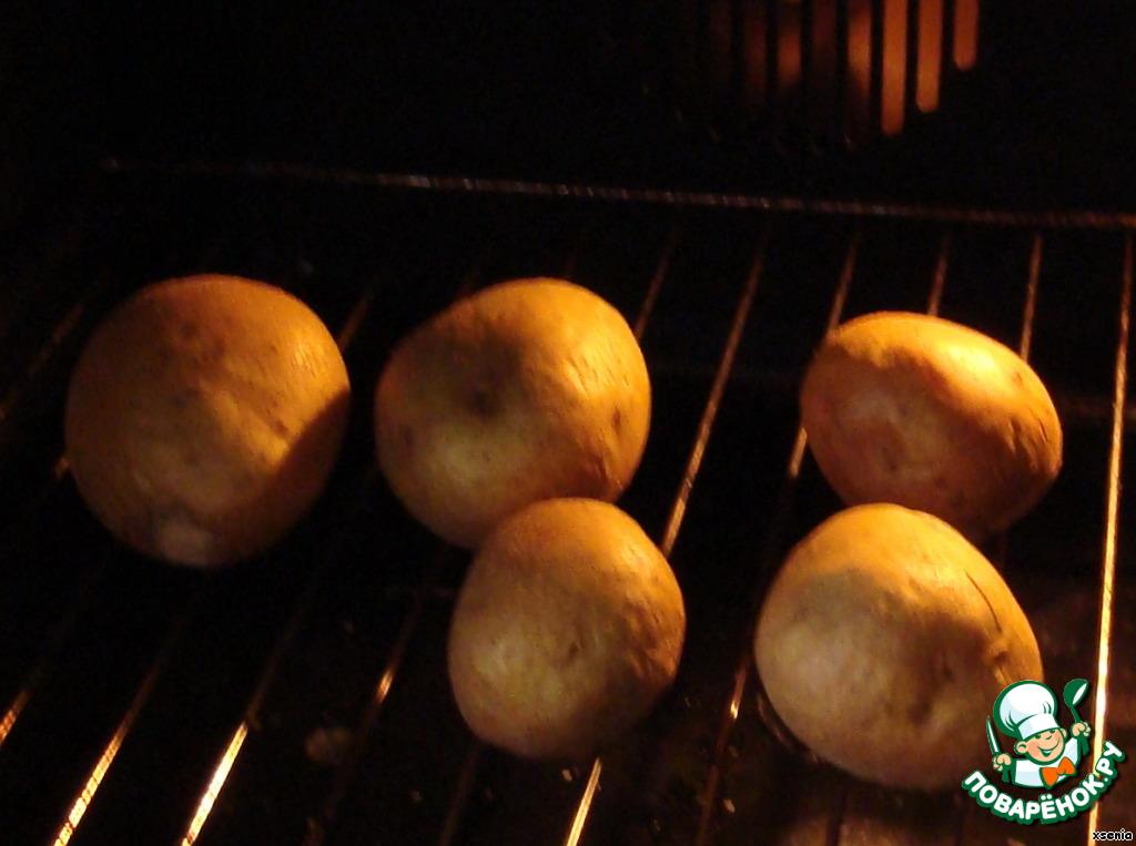 Здравствуйте!!!   Картофель хорошо промыть и запечь в духовке до готовности (готовность проверяем деревянной шпажкой или зубочисткой).