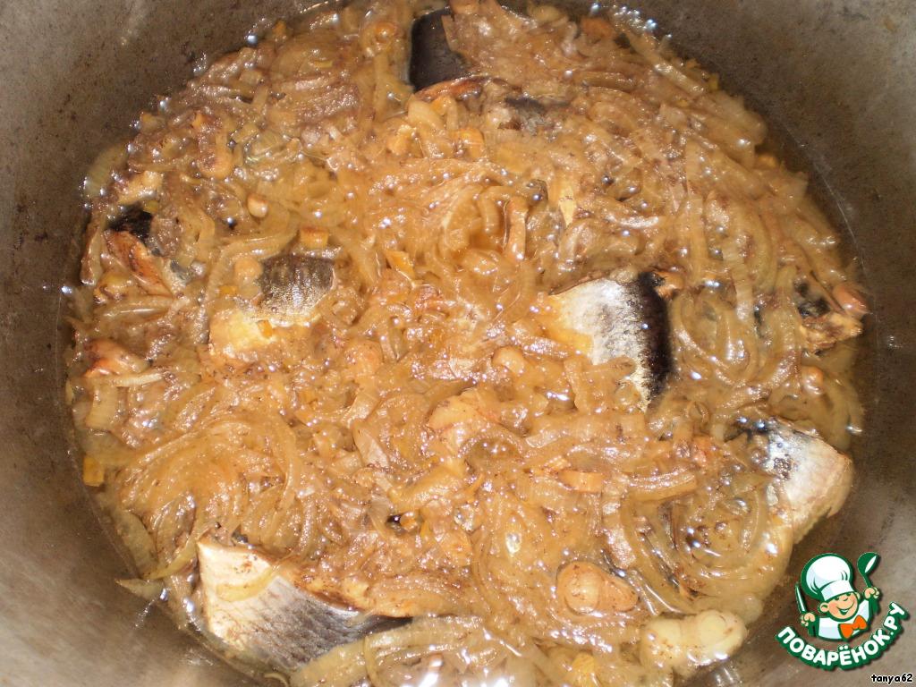 Ну вот, рыбка и готова. Она получается красивого коричневого цвета и косточка у нее мягонькая, как у магазинных консервов. Рыбка не разваривается и держит свою форму.
