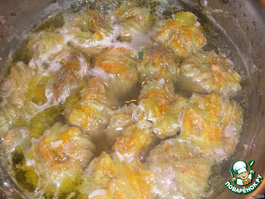 Но это ещё не всё, вкус надо скорректировать лимонно-яичным соусом.   Перед тем как готовить соус, я доливаю ещё немного оливкового масла, его надо как можно меньше подвергать тепловой обработке.