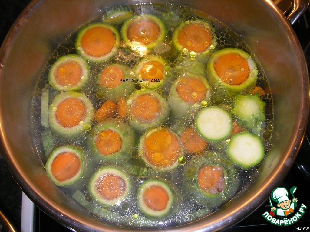 Варить примерно 40-45 минут.   Затем залить яично-лимонной смесью...