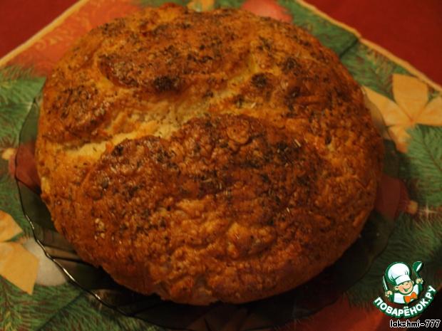 На тот момент, когда я его начала печь, это был мой любимый хлеб. Я даже пекла его на новогодний стол, опять же с прованскими травами. Правда, из-за количества рулетов и бутербродов до хлеба дело не дошло. Но зато на следующий день у нас был свежий и вкусный хлеб.