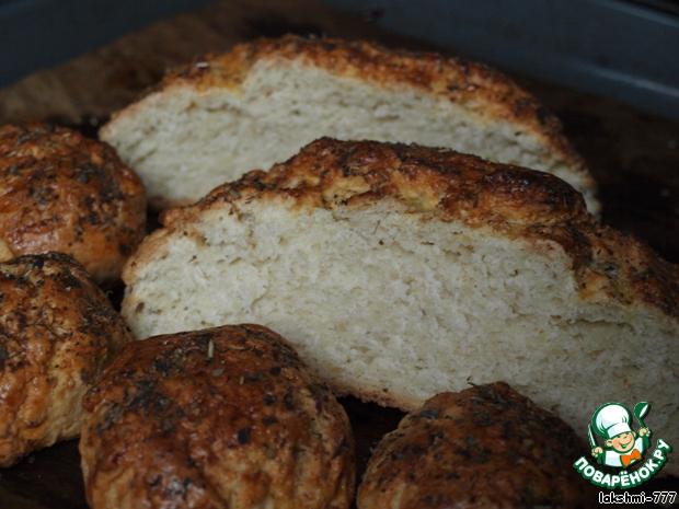 А вот делала эксперимент перед Новым годом и испекла булочки и хлеб с прованскими травами. Должна признать, что мне этот вариант понравился даже больше, чем с маком!