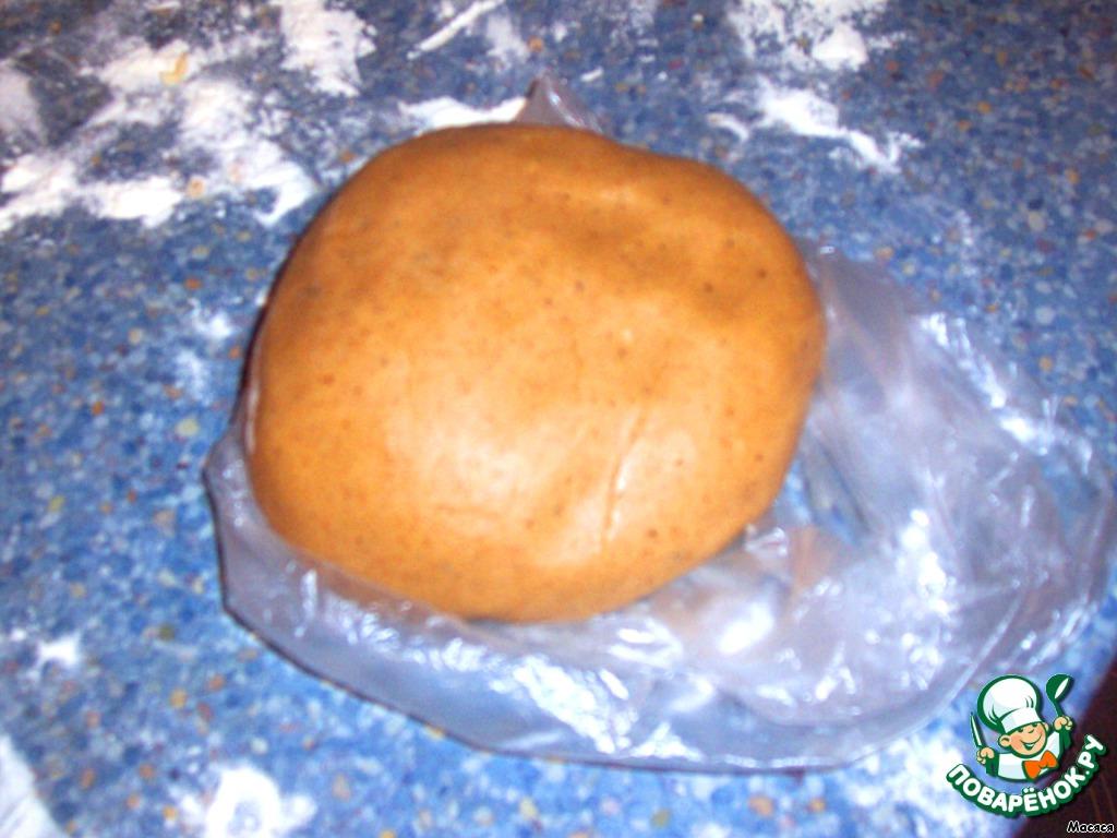 Хорошо вымешиваем тесто руками и отправляем в холодильник на 1,5 -2 часа. Сначала тесто будет слегка мягким, но после холода его можно спокойно раскатывать!