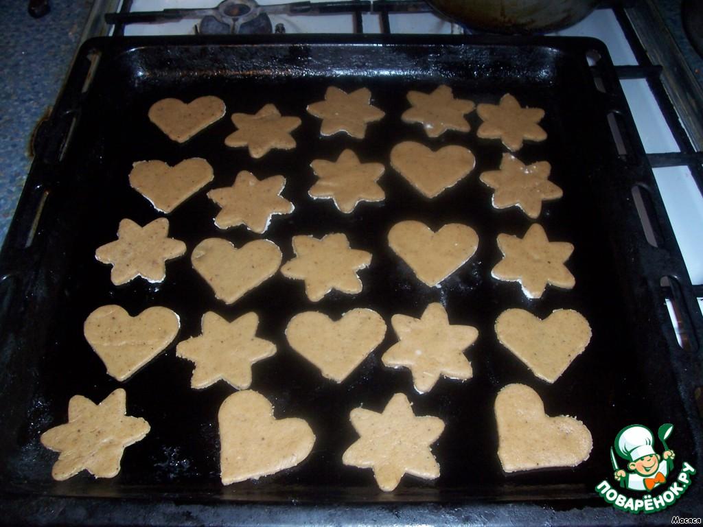Противень смазываем растительным маслом и выкладываем печенье. Отправляем в разогретую духовку на 5-7 минут. Печется очень быстро! Главное, не отвлекаться, а то сгорит моментально!   Вынимать следует как только верх начнет коричневеть!