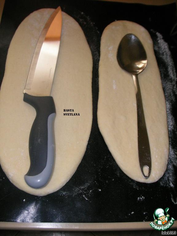 Таким же образом слепить нож и десертную ложечку.